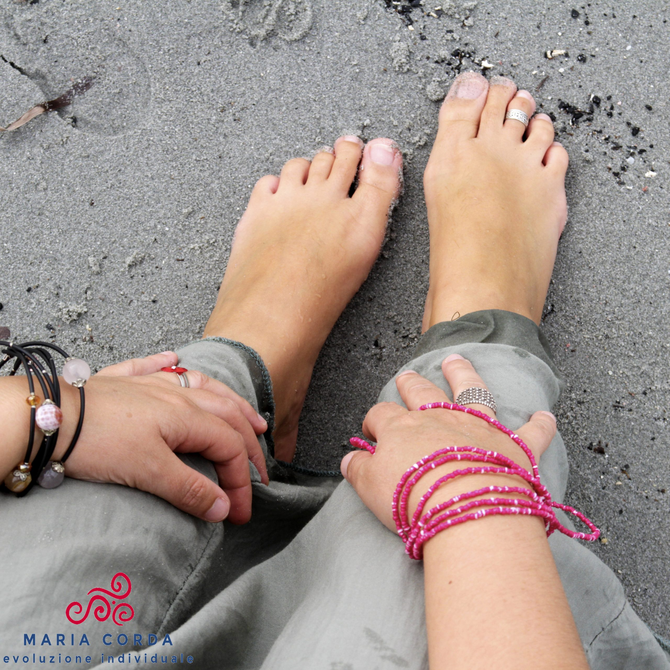 piedi sulla sabbia del percorso feminas in tundu esperienza individuale