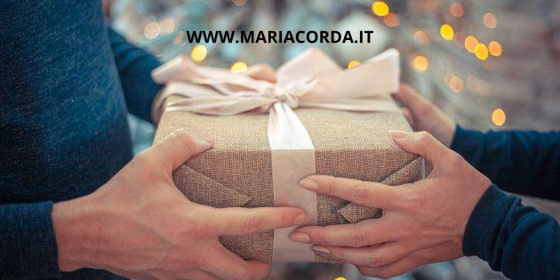 scambio di doni di un pacco regalo